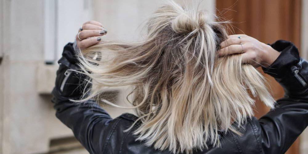 Les avantages de la coloration blond gris principale